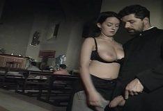 Descarga pelicula italiana el Confesionario Monica]